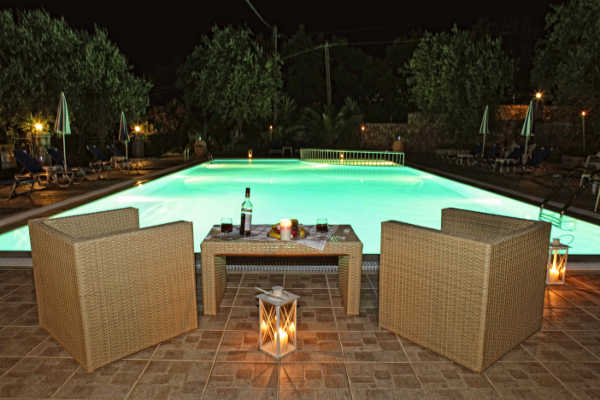 Villa_Christal_Blue_Pool_bei_Nacht